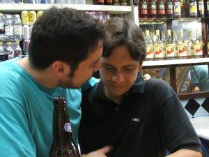 Arthur Tirone (o Favela) e Felipe Quintans Gomes (o Felipinho Cereal) no RIO-BRASÍLIA, 10 de setembro de 2008, na rua Almirante Gavião, fotografia de Eduardo Goldenberg