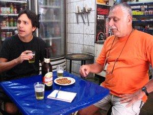 Felipe Quintans (o Felipinho Cereal) e Isaac Goldenberg, QUITANDA ABRONHENSE, rua do Matoso, na Tijuca, foto de Eduardo Goldenberg