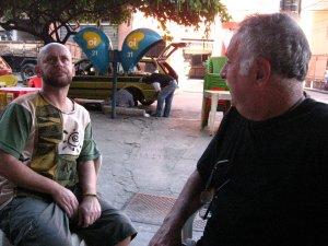 Luiz Antonio Simas e Isaac Goldenberg no buteco PRODUTOS NATURAIS, rua do Matoso, na Tijuca, foto de Eduardo Goldenberg