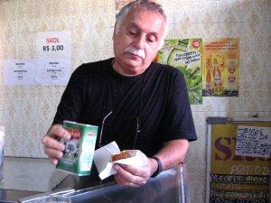 Isaac Goldenberg no XODÓ DA VOVÓ, na rua do Matoso, na Tijuca, foto de Eduardo Goldenberg
