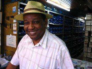 Sr. Sérgio Brandão, da loja CARDAL, rua do Matoso, na Tijuca, foto de Eduardo Goldenberg