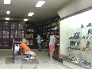 interior da SAPATARIA EXCELSA, rua do Matoso 18, Tijuca, foto de Felipe Quintans