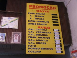 tabela de preços na CASA RIBEIRO AVES, rua do Matoso 38, na Tijuca, foto de Felipe Quintans