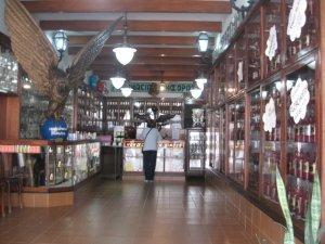 detalhe do interior da FARMÁCIA HOMEOPÁTICA SIMÕES, rua Pereira de Almeida 100, na Tijuca, foto de Eduardo Goldenberg