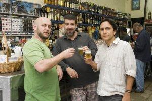 Luiz Antonio Simas, Eduardo Goldenberg e Felipe Quintans na QUITANDA ABRONHENSE, 03 de dezembro de 2008, foto de Carla Vieira