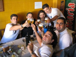 Marcelo Vidal (a Lenda), Flávio Savietto (o Xerife), Dalton Cunha, Eduardo Goldenberg, Leonardo Silva (o Zé Colméia) e Fernando Goldenberg, no ACONCHEGO CARIOCA, na Tijuca, em 23 de julho de 2005