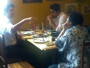 Luiz Carlos Fraga, Rodrigo Pian e Kátia Barbosa no ACONCHEGO CARIOCA, foto de paparazzo contratado