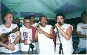 Fernando de Lima, Edmundo Souto, Martinho da Vila e Eduardo Goldenberg, tendo ao fundo, à direita, Gabriel Cavalcante