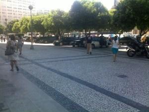 calçada em frente ao Jockey Club, avenida Antônio Carlos, Centro do Rio de Janeiro