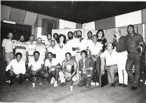 Beth Carvalho e diversos amigos, foto do acervo pessoal de Beth Carvalho