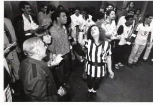 Beth Carvalho e amigos botafoguenses gravando seu disco de 1989, foto do acervo pessoal de Beth Carvalho